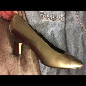 Olive Green Metallic Bandolino Heels Pumps Shoes